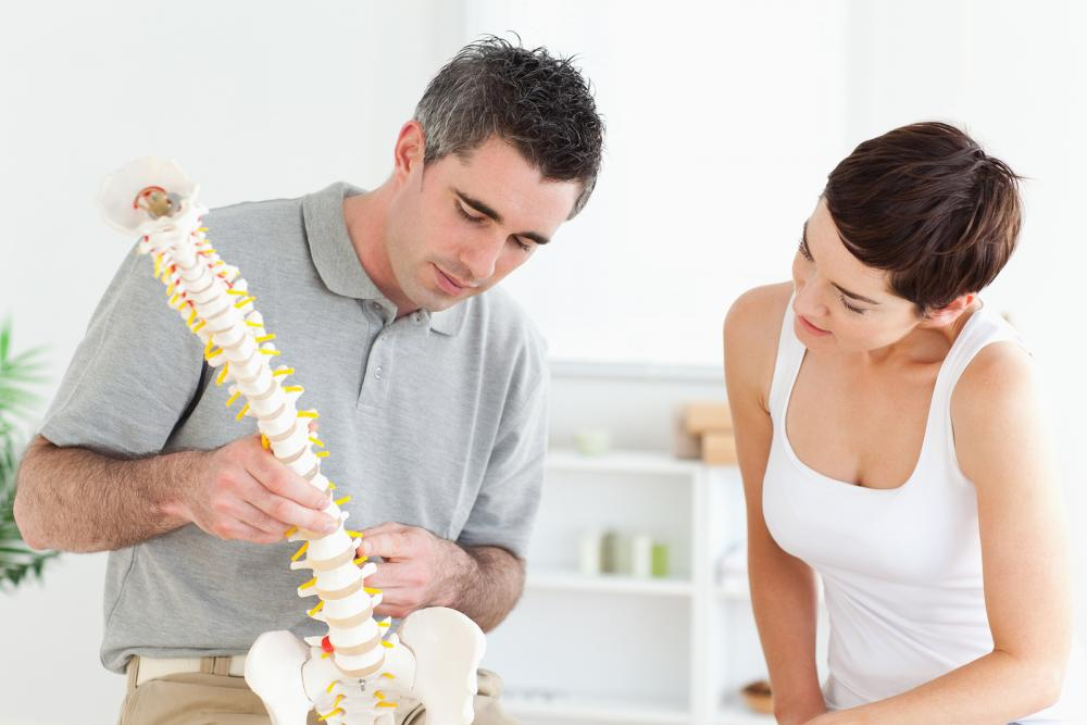 chiropractor treating patient in orlando